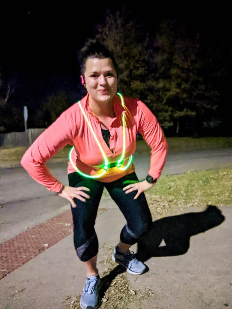 The Best Reflective Gear for Runners. Running safely in the dark with reflective gear is a must! |run safe | Running tips | Runner | Running Clothes | Running Gear |