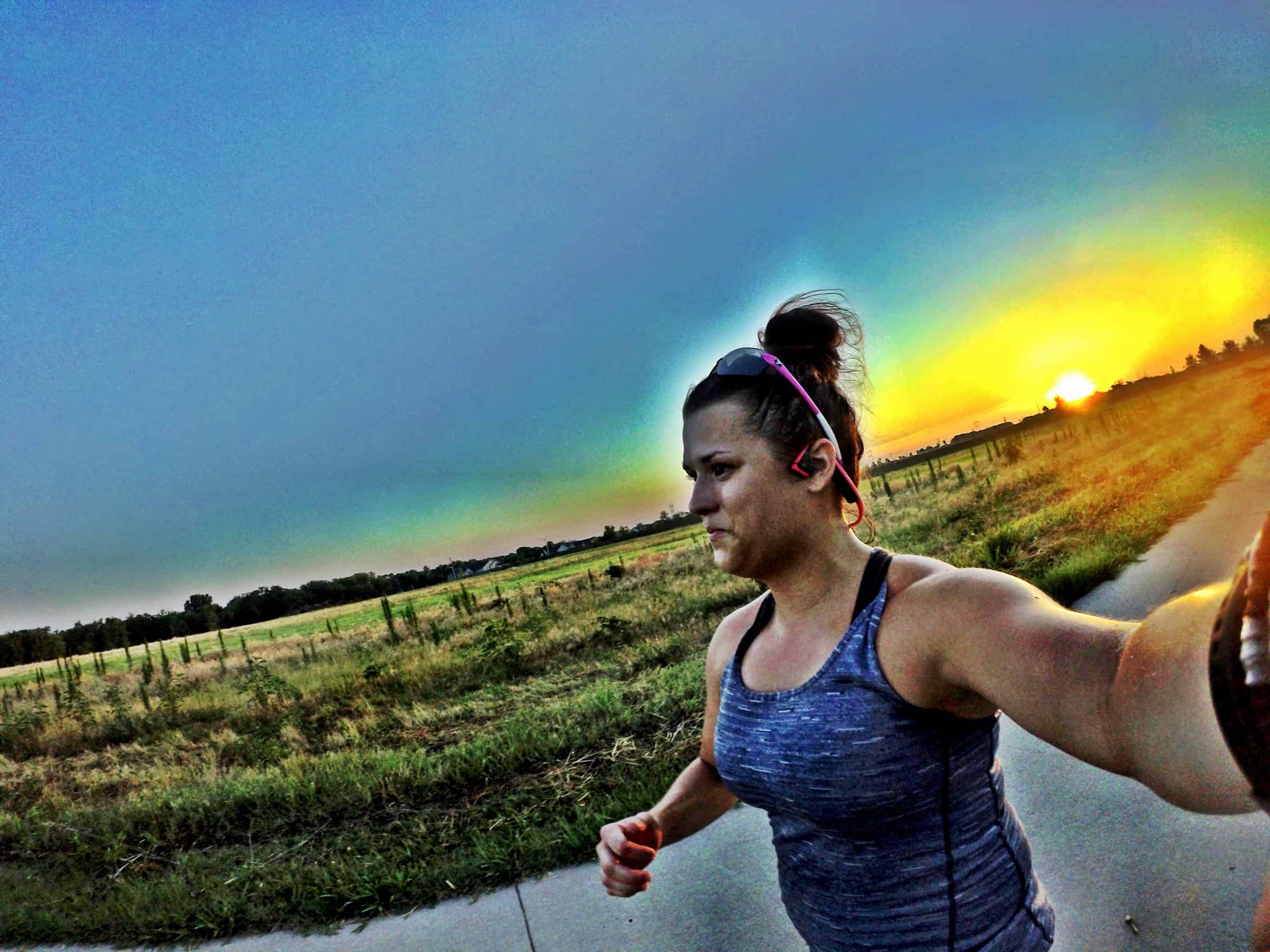 How to run in the morning easily. Tips and tricks to get into the morning person habit!